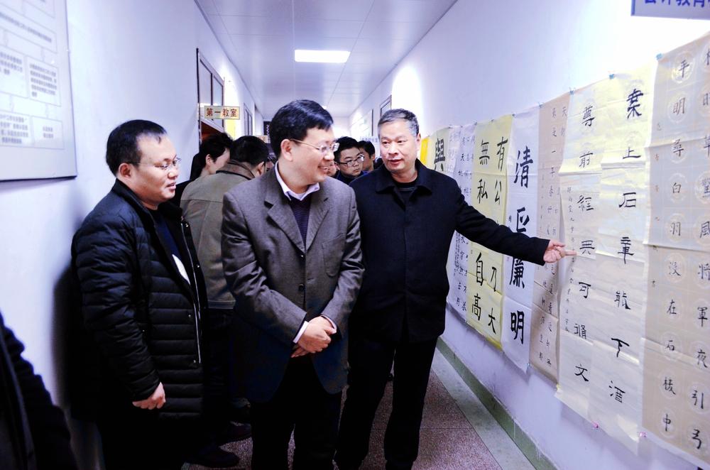共青团信阳市委书记谷光亚莅临光大学校指导工作